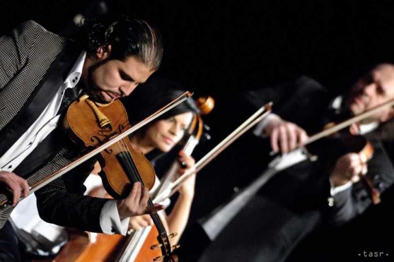 6a8649b73 Na koncerte predviedli elegantné spojenie dvoch odlišných hudobných štýlov  – rockovej hudby a world music.