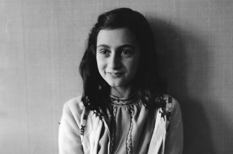 87538a035 Foto: Židovské dievčatko Anne Franková pózuje na archívnej fotografii z roku  1941